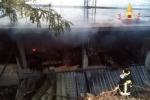 Incendio deposito materiale edile, responsabile confessa