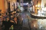 A Lipari in migliaia sorpresi dal nubifragio, slitta la festa