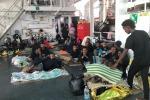 Unhcr: immorale braccio di ferro, l'Ue accolga i migranti