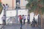 I migranti della Diciotti a Messina in attesa di trasferimento