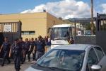 Diciotti, migranti lasciano hotspot