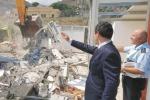 Porto di Tremestieri, le ruspe finalmente abbattono le costruzioni abusive