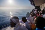 Medici verificano segni e i sintomi sospetti di malattie infettive già a bordo o in banchina
