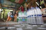 Costa, vietare le bottiglie plastica negli edifici pubblici