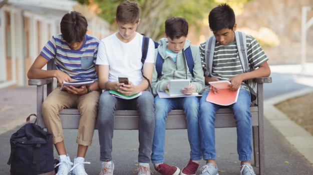 Istituto Lucrezia Della Valle, Mobile Free, scuola, smartphone, Cosenza, Calabria, Società