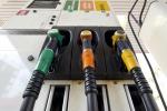 Benzina: il prezzo sale ancora, verde a 1,65 euro al litro