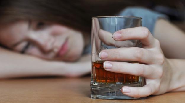 catanzaro, esposto, intossicazione da alcol, minorenni intossicate, omissione di soccorso, Catanzaro, Calabria, Cronaca