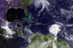 Nalla foto l'uragano Jose nell'oceano Atlantico e l'uragano Maria sui Caraibi (fonte: Us Navy)