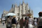 Turisti in piazza Duomo a Milano