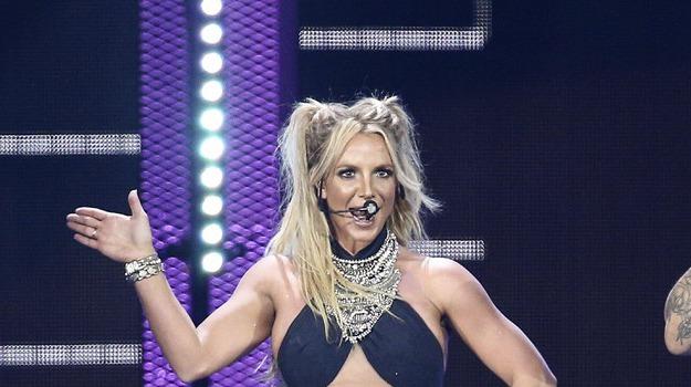 tour Britney Spears annullato, Britney Spears, Sicilia, Società