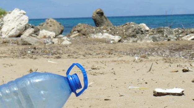 Cassano, stop all'uso della plastica sulle spiagge del litorale