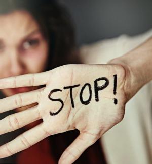 Sicilia, la Regione finanzia 26 borse lavoro per le donne vittime di violenza