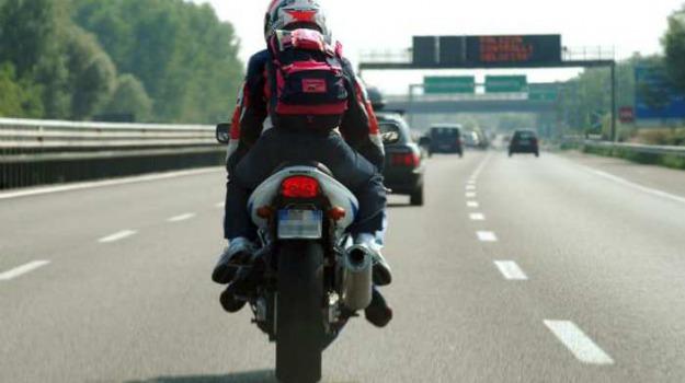 esame patente moto, novità patente moto, patente moto, patenti, prove patente moto, Emilio Patella, Michele Moretti, Sicilia, Cronaca