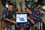 Paolo Nespoli festeggia i primi 100 giorni della missione Vita con i compagni di equipaggio Randy Bresnik e Sergey Ryazansky (fonte: Paolo Nespoli ESA/NASA)