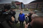 Tom Evans, il papà di Alfie, parla con i giornalisti fuori l'ospedale di Liverpool