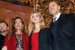 Natale: Chiara Ferragni accende albero in galleria a Milano