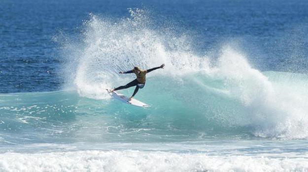elisoccorso, forte vento, kitesurf, san teodoro, surfista ferito, surfista tedesco, Sicilia, Cronaca