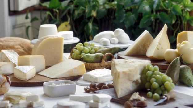 Benefici latticini, Università di Granada, Sicilia, Società