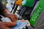 Aumentano i prezzi dei carburanti, la benzina arriva a 1,63 euro