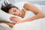 Anche gli adulti ricorrono alla ninna nanna per addormentarsi: 6 su 10 usano la musica