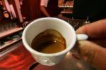 Anche un caffè consumato in tazza può essere... un problema