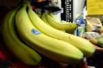 Al mercato come visita guidata museo, Shazam racconta banane