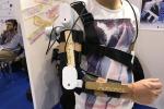 L'esoscheletro di Youbotics esposto alla Maker Faire, la fiera dell'innovazione tecnologica in corso a Roma, 3 dicembre 2017