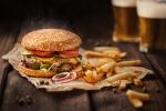 Cosenza, tutti pazzi per gli hamburger a domicilio: trend in crescita fra i ragazzi