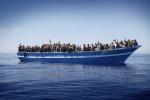 """Naufragio nel Mediterraneo, è una strage. Tre migranti sopravvissuti: """"A bordo eravamo 120"""""""