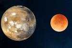 Marte a confronto con la Luna 'arrossita' durante l'eclisse (fonte: NASA)