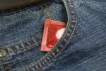 """Furto """"romantico"""" a Barcellona, rubano preservativi a S. Valentino: coppia denunciata"""