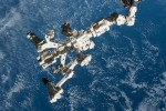 Il braccio robotico della Stazione Spaziale in attesa dell'arrivo del cargo Cygnus (fonte: Paolo Nespoli, ESA, NASA)