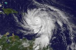 L'uragano Maria ripreso dal satellite Goes mentre si muove sulle isole dei Caraibi (fonte: NASA/NOAA GOES Project)