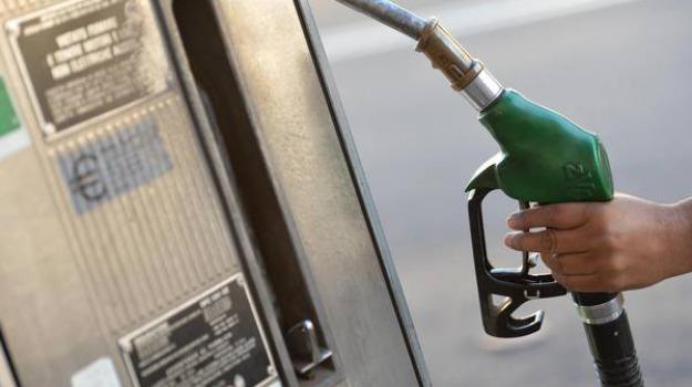 caro benzina eolie, Messina, Sicilia, Economia