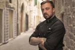 """Agenti morti a Trieste, chef Rubio attacca il sistema e Salvini replica: """"Sei uno stupido"""""""