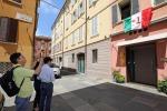 Turisti fotografano l'esterno l''Osteria Francescana', il locale modenese di Massimo Bottura, incoronato dall'edizione 2018 del '50 Best Restaurant' bissando la vittoria del 2016