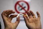 Milano, da oggi divieto di fumo all'aperto