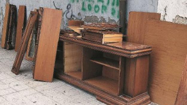 aggressione, messina, messinaservizi, suppellettili, Messina, Sicilia, Archivio