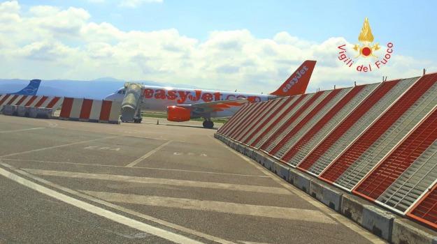 airbus, avaria al motore, lamezia-milano, Catanzaro, Calabria, Cronaca