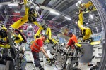 Industria, l'Istat rileva un nuovo calo del fatturato. Giù la produzione di auto