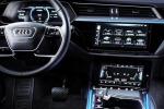 Il nuovo suv elettrico e-Tron non si distanzia dal look elegante e personale degli altri modelli Audi