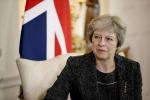 """Theresa May: """"Se saltassi io la Brexit non sarebbe più facile"""""""