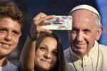 Da Siracusa a Palermo per incontrare Francesco: Alessia, Gabriele e il selfie col Papa