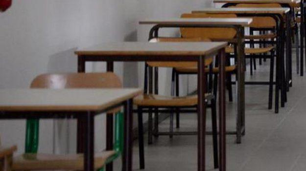 docente gesti sessuali, lamezia, studentessa, Cosenza, Calabria, Cronaca