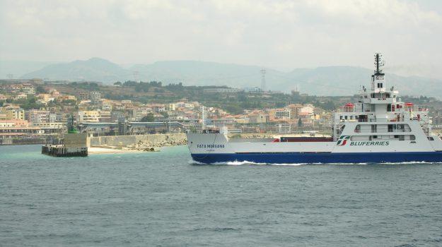 bluferries usticalines manovre, Messina, Sicilia, Economia