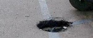 Messina città groviera: soltanto piccoli interventi per la copertura delle buche