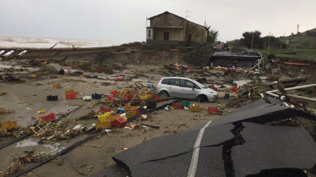 calabria record negativo infrastrutture, case pericolanti, Sicilia, Calabria, Economia
