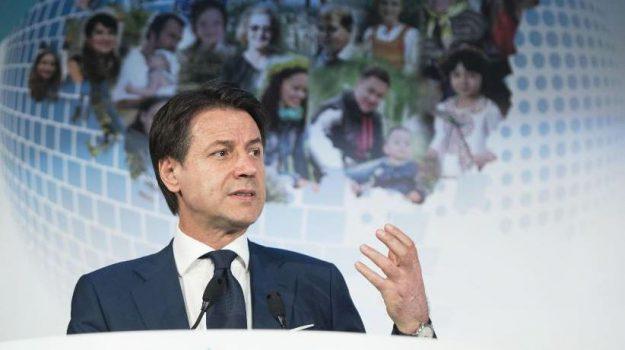 diritto alla salute, reddito di cittadinanza, Giuseppe Conte, Sicilia, Politica