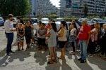 La protesta degli inquilini delle 'Case Gialle' nel quartiere Scampia a Napoli. I residenti dei palazzoni, a ridosso delle vele ed utilizzato come set per la prossima stagione di Gomorra, sono a rischio sgombero, 18 sttembre 2018. ANSA / CIRO FUSCO