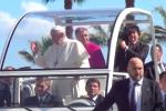 Papa Francesco a Palermo, l'emozionante arrivo in papamobile